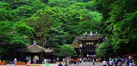 重庆到成都欢乐谷、青城山、都江堰、映秀地震