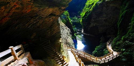 重庆市内、武隆天坑三桥、龙水峡地缝、大足石